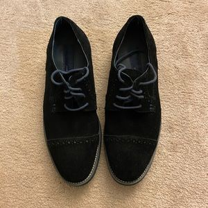 Men's black and blue shade shoes.